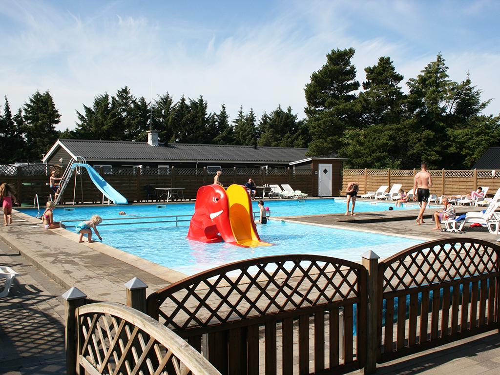 pool åben fra Pinse til sidste søndag i august